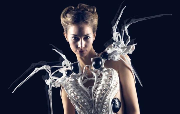 """Artificial Fashion"" – digital versusanalog?"